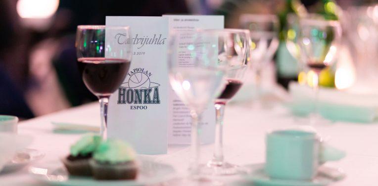 Talvijuhla 2019 kokosi Honka-perheen yhteen – Hall of Fame viirit paraatipaikalle