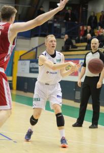 Anselmi Vanjoki nappasi 12 tärkeää levypalloa tiistaina.
