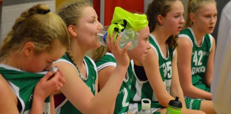 C-tytöt 02 SM-turnaus: Nättejä syöttöjä ja selkeitä voittoja