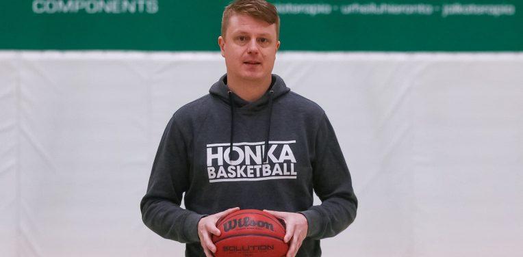 Niko Nyholmista naisten joukkueen päävalmentaja