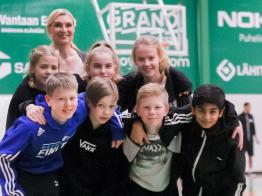 Vuorovaikutustaitoja ja nuorten asiantuntijuuden arvostusta, Tapiolan Honka nosti punaisen kortin kiusaamiselle