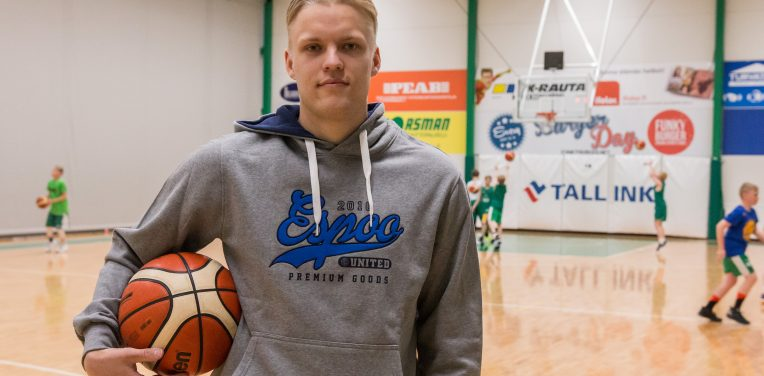 """Korisliiga-mitalisti Okko Järvi palaa Espooseen: """"Edessä on paljon tuttua, mutta samalla uutta."""""""