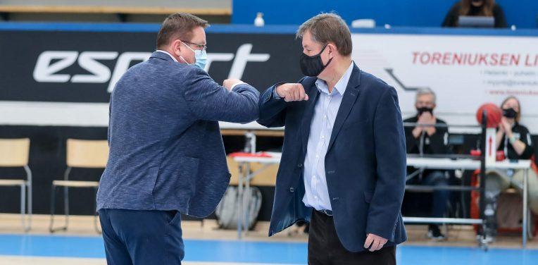 Tärkeintä että olet aina paikalla – Markku Salmikiven vuosikymmenet koripallon parissa