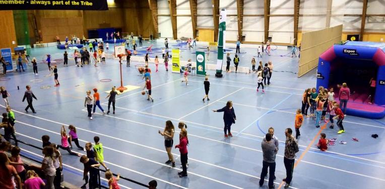 """Yhteistyötapahtuma """"Sporttirieha"""" liikutti lähes 400 koululaista"""