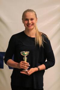 Naisten Korisliigassa läpimurtoa tehnyt Leila Kaajasalo palkittiin sekä Vuoden aamuharjoittelijana että A-tyttöjen vuoden pelaajana.
