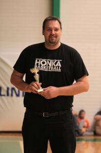 Pojat-06 joukkueen päävalmentajana sekä Tytöt-04 ja Pojat-09/10 apuvalmentajana toiminut Aki Ulander palkittiin ansaitusti Vuoden Juniorivalmentaja -pystillä.