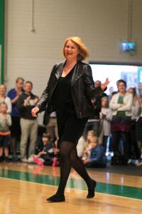 Vuoden kannustaja Mari Kasvio piti huolta, että Hongan junioreiden peleissä riitti tunnelmaa!