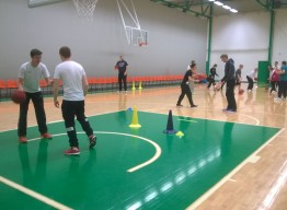 Hongan juniorivalmentajat kouluttautuvat
